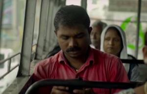 駅の無料Wi-Fiを使って公務員試験の勉強をするShrinathさん-