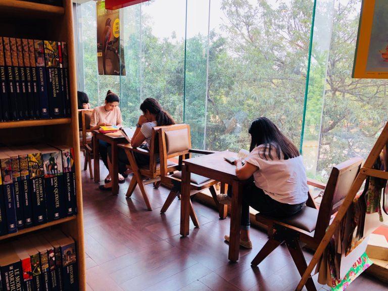 モールの中にある本屋