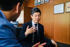 大阪府四條畷市の市長・東修平さん