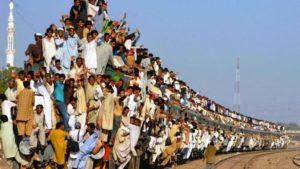 インドの電車のイメージ